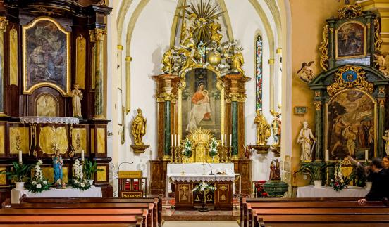 Zreštaurovanie jedného z najstarších oltárov na Žitnom ostrove, podpora pre rímskokatolícky kostol v obci Vrakúň